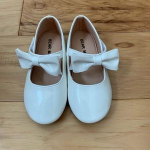 Other - NWT White Bow Toddler Shoes